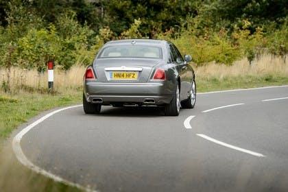 Rolls-Royce Ghost Aussenansicht Heck schräg dynamisch grau