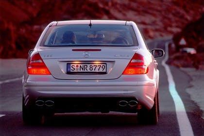 E-Klasse Limousine W211 Aussenansicht Heck dynamisch silber