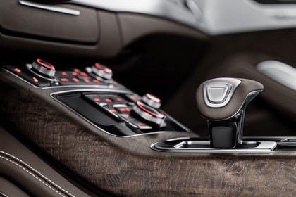 Audi A8 D4 Innenansicht Detail Mittelkonsole statisch braun