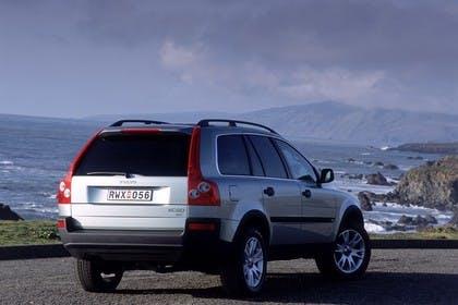 Volvo XC90 Aussenansicht Heck schräg statisch silber