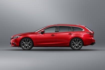 Mazda 6 Kombi GJ Aussenansicht Seite schräg statisch Studio rot