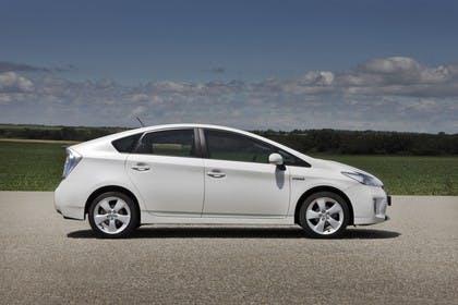 Toyota Prius ZVW30 Facelift Aussenansicht Seite statisch weiss