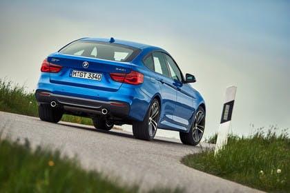 BMW 3er GT F34 Aussenansicht Heck schräg dynamisch blau