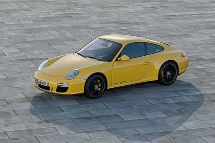 Porsche 911 Carrera 4 GTS 997.2 Aussenansicht Seite schräg erhöht statisch gelb
