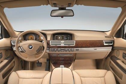 BMW 7er Limousine E65 LCI Innenansicht statisch Studio Vordersitze und Armaturenbrett