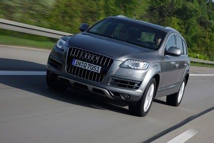 Audi Q7 4L Aussenansicht Front schräg dynamisch grau