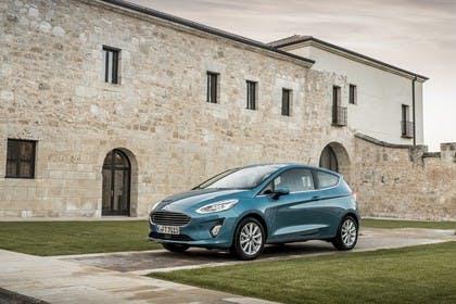 Ford Fiesta JHH Dreitürer Aussenansicht Front schräg statisch blau