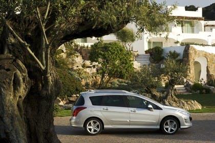 Peugeot 308 SW 4J Aussenansicht Seite statisch silber