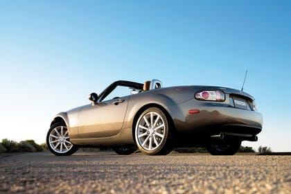 Mazda MX-5 NC Aussenansicht Heck schräg statisch grau