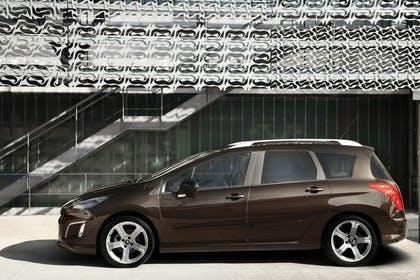 Peugeot 308 SW 4J Facelift Aussenansicht Seite statisch braun