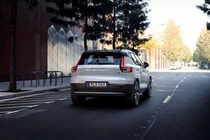 Volvo XC40 Aussenansicht Heck schräg dynamisch weiss