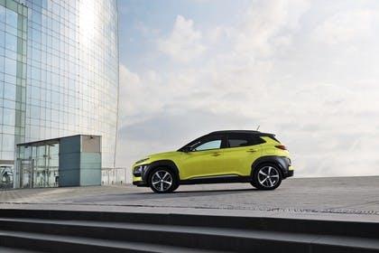 Hyundai Kona OS Aussenansicht Seite statisch grün