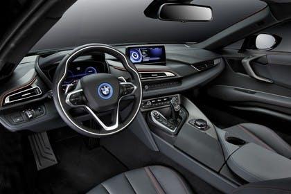 BMW i8 Innenansicht Fahrerposition Studio statisch schwarz