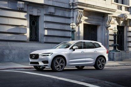 Volvo XC60 U Aussenansicht Seite schräg statisch weiss