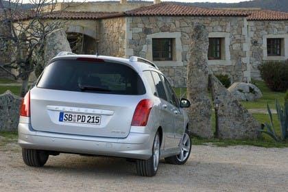 Peugeot 308 SW 4J Aussenansicht Heck schräg statisch silber