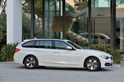 BMW 3er Touring F31 Aussenansicht Seite statisch weiss