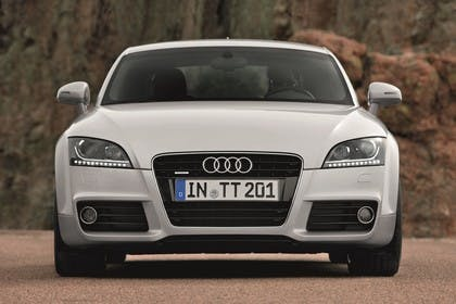 Audi TT 8J Aussenansicht Front statisch silber