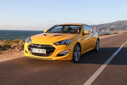 HyundaiGenesis Coupé Aussenansicht Front schräg dynamisch gelb