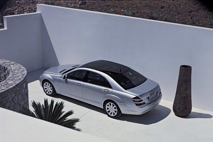 Mercedes-Benz S-Klasse W221 Aussenansicht Seite schräg erhöht statisch silber