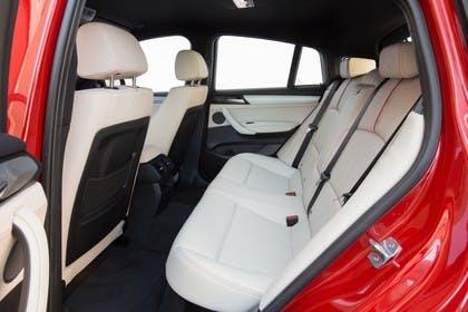 BMW X4 Innenansicht Rücksitzbank Studio statisch beige