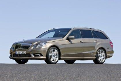 Mercedes E-Klasse T-Modell S212 Aussenansicht Front schräg statisch gold