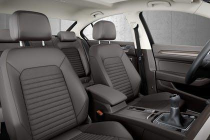VW Passat B8 Innenansicht Vordersitze statisch schwarz
