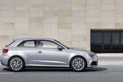 Audi A3 8V Dreitürer Facelift Aussenansicht Seite statisch silber