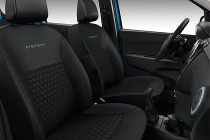 Dacia Lodgy Stepway SD Innenansicht statisch Studio Vordersitze und Armaturenbrett beifahrerseitig