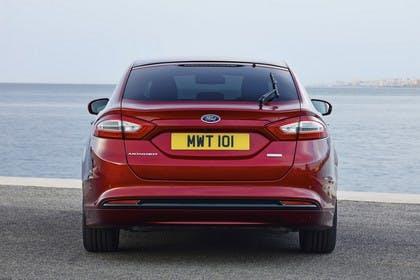 Ford Mondeo Limousine Mk5 Heck statisch rot