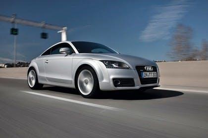 Audi TT 8J Aussenansicht Front schräg dynamisch silber