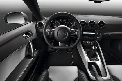 Audi TT 8J Innenansicht Fahrerposition Studio statisch schwarz