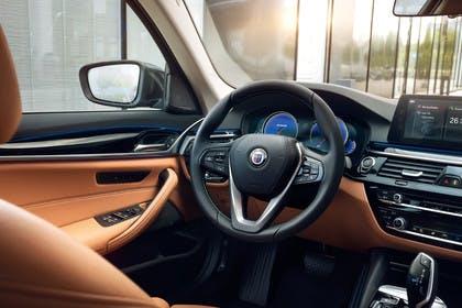 ALPINA D5 S G30 Innenansicht statisch Lenkrad und Armaturenbrett