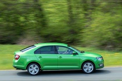 Skoda Rapid Limousine NH Seite dynamisch grün