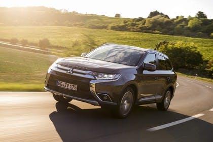 Mitsubishi Outlander CWO Aussenansicht Front schräg dynamisch braun