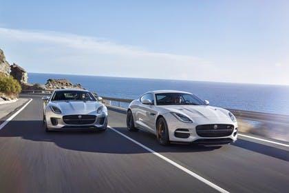 Jaguar F-Type Coupé QQ6 Aussenansicht Front schräg dynamisch silber weiss