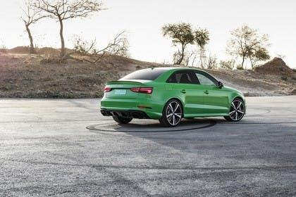 Audi RS3 Aussenansicht Heck schräg statisch grün