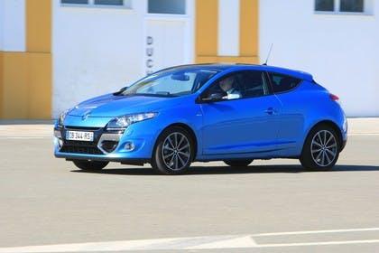 Renault Mégane Coupé Z Aussenansicht Seite schräg dynamisch blau