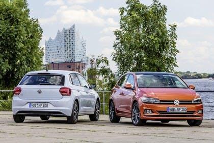 VW Polo AW Aussenansicht Heck Front schräg statisch weiss orange