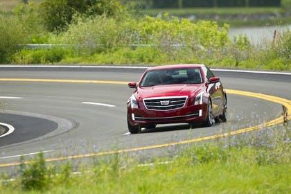 Cadillac ATS Coupé Aussenansicht Front schräg dynamisch rot
