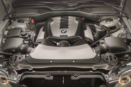 BMW 7er Limousine E65 LCI Aussenansicht statisch Studio Detail Motor