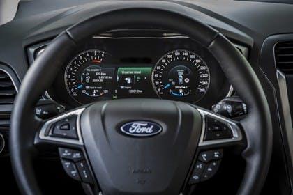 Ford Mondeo Turnier Mk5 Innenansicht Lenkrad und Armaturenbrett