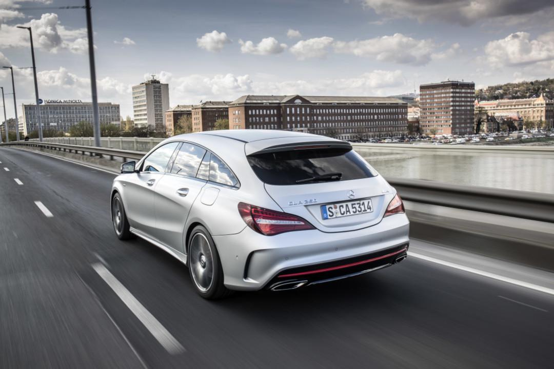 Mercedes-Benz CLA-Klasse X117 CLA 45 AMG Shooting Brake Kombi Dunkel Blau fast..