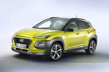 Hyundai Kona OS Aussenansicht Front schräg statisch Studio grün