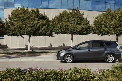 Toyota Prius+ XW30 Aussenansicht Seite statisch dunkelgrau