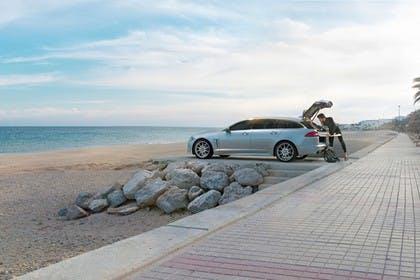 Jaguar XF Sportbrake X250 Aussenansicht Seite statisch silber