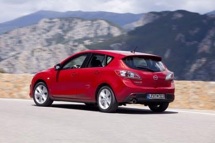 Mazda 3 Fünftürer BL Aussenansicht Heck schräg dynamisch rot