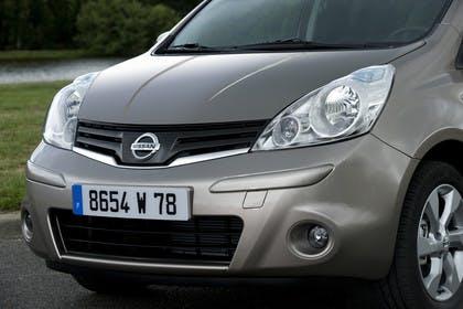 Nissan Note E11 Aussenansicht Front statisch grau braun
