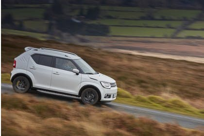 Suzuki Ignis FF21S Aussenansicht Seite schräg dynamisch weiss