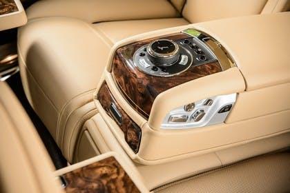 Rolls-Royce Ghost Innenansicht statisch Studio Detail Armlehne hinten