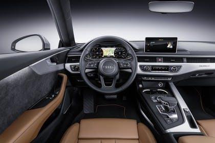 Audi A5 Coupe Innenansicht Fahrerposition Studio statisch braun